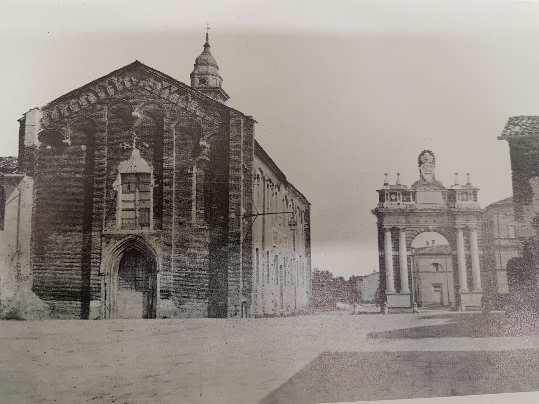 Arco Ganganelli e Chiesa Collegiata